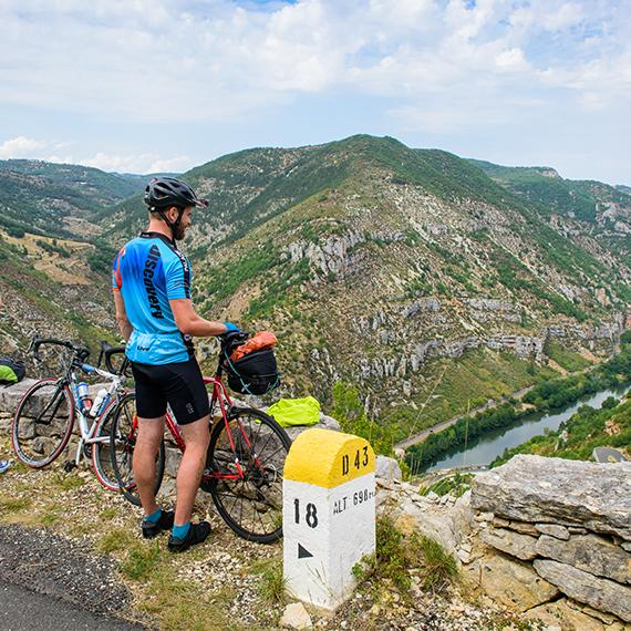 Pause vélo avec vue sur les Gorges de la Jonte