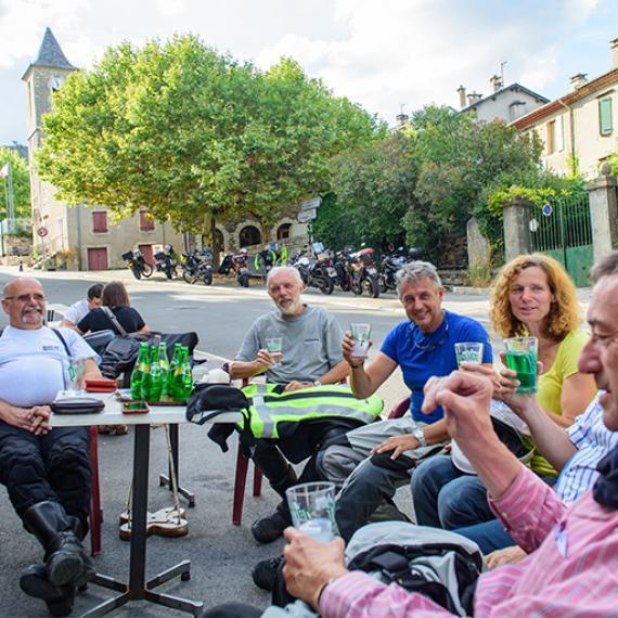 Boire un coup en terrasse en Lozère